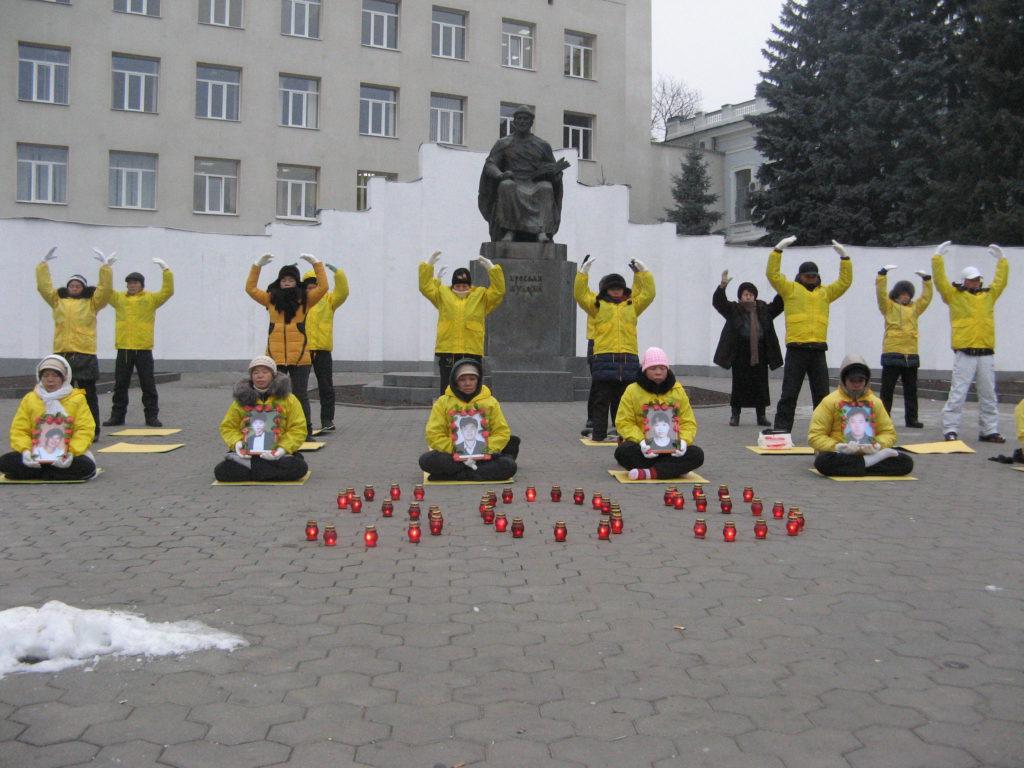 Харків. Акція по сбору підписів в ООН під петиціями DAFOH