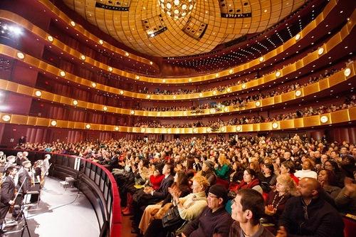 Концертна зала під час виступуShenYunв театрі Девіда Коха в Лінкольн-центрі