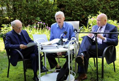 Канадський правозахисник Девід Мейтас (зліва), колишній держсекретар Канади по Азіатсько- Тихоокеанському регіону Девід Кілгур (в центрі) і фахівець в області журналістських розслідувань Етан Гутман (праворуч).