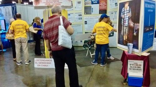 Практикуючі Фалунь Дафа взяли участь у виставці Baby Boomers, яка проходила в громадському центрі в Пуерто-Ріко