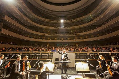 28 лютого трупа Shen Yun дала вистава в центрі виконавських мистецтв «Чотири сезони» в Торонто (Канада)