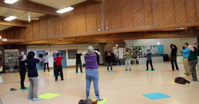 Навчання вправам цігун Фалунь Дафа в громадських центрах Торонто