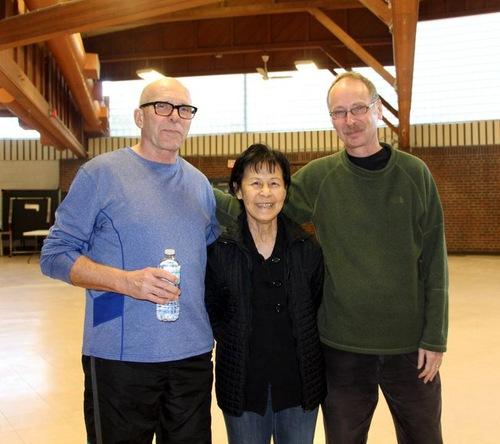 Завдяки практиці цігун Фалунь Дафа Патрік (зліва) зміг кинути палити після 53 років куріння