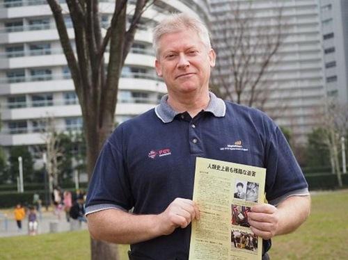 Місцевий житель висловлюють свою підтримку практикуючим, які прагнуть зупинити переслідування в Китаї (Йокогама, Японія)