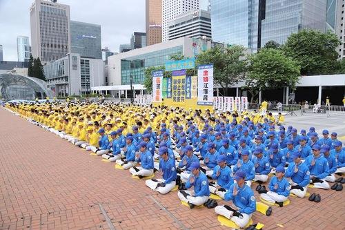 Практикуючі проводять мітинг і колективну демонстрацію вправ в Гонконзі