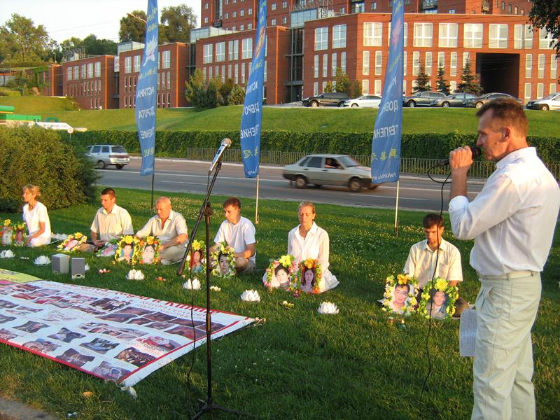 Послідовники Фалунь Дафа провели в Дніпрі масовий захід із закликом зупинити репресії Фалуньгун у Китаї