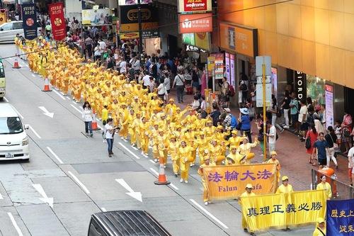 Грандіозний парад зворушує серця китайських туристів