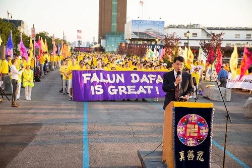Журналіст Лі Тяньсяо зазначив, що в останні роки все більше людей піднімають свій голос на захист Фалуньгун