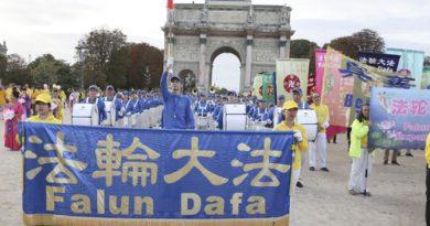 Понад 1300 практикуючих Фалуньгун прийняли участь у параді в Парижі