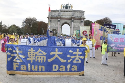 Парад учнів Фалунь Дафа в Парижі (вересень 2017 року)