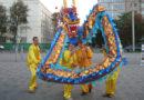 Під час святкувань Дня Міста у м. Дніпро практикуючі Фалунь Дафа показали танець дракона