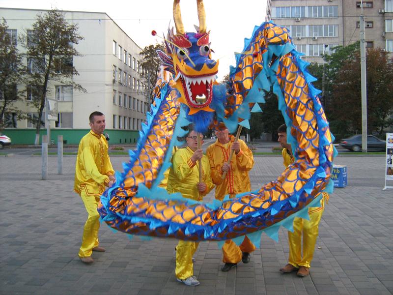 Практикуючі Фалунь Дафа показали танець дракона