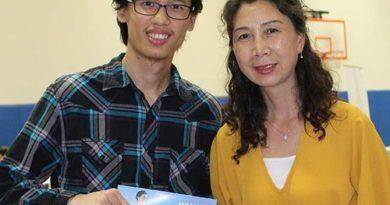 Х'юстон, штат Техас. Китайці дізнаються факти про Фалунь Дафа на виставці, присвяченій здоровому способу життя