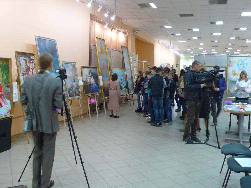 Майже всі живописні полотна написані у стилі «New Renessans» (Нове Відродження)