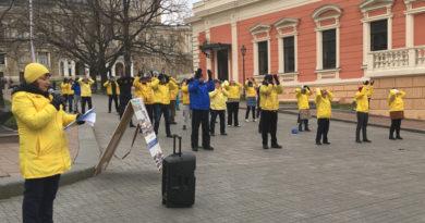Волонтери з усієї України зібрали підписи в Одесі під другою найбільшою петицією в історії ООН
