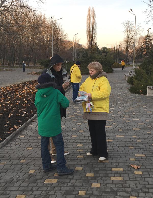 Роз'яснення фактів переслідувань послідовників Фалуньгун в Китаї жителям Одеси