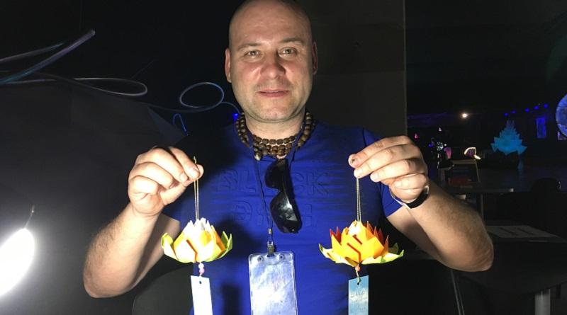 Олександр, астролог-хіромант: «Сьогодні я потрапив на чудовий майстер-клас зі створення лотосів удачі і добробуту