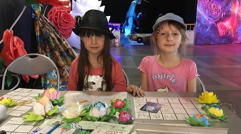 Катерина (9 років) і Христина (8 років): «Сьогодні ми дізналися, що колись ієрогліфи писалися по-одному, а тепер пишуться по-іншому
