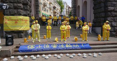 У Києві практикуючі Фалуньгун відзначили Всесвітній день Фалунь Дафа