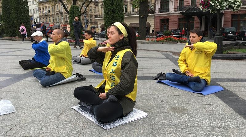 Виконання п'ятого копплексу вправ Фалунь Дафа. Медитація