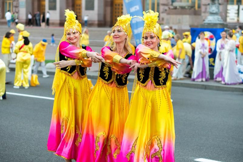 Небесні феї порадували всіх граціозними танцями в древніх костюмах