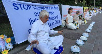 У Києві практикувальники Фалунь Дафа провели акції мирного протесту проти жорстоких репресій послідовників Фалуньгун в Китаї, які тривають вже 20 років
