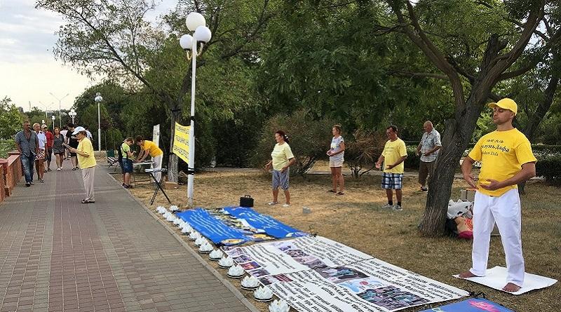 Заходи послідовників Фалунь Дафа в Чорноморську, серпень 2019