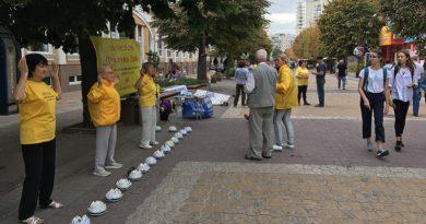 У Хмельницькому люди познайомилися зі вченням Фалунь Дафа