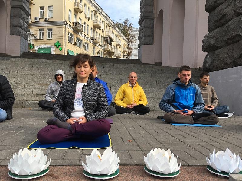 Медитація за школою цігун Фалунь Дафа (Фото: Fofg.in.ua)