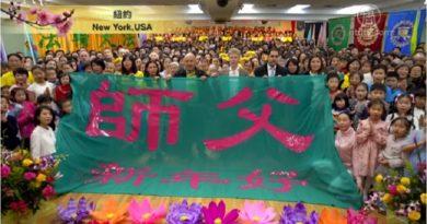 Практикувальники Фалуньгун (або Фалунь Дафа) багатьох країн світу грандіозно привітали свого Вчителя з Китайським Новим роком. Скріншот: www.ntdtv.com.
