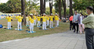 Тайвань. Практикувальники дарують красу Фалунь Дафа жителям міста Гаосюн