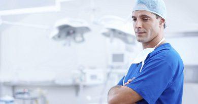 Багато лікарів обирають у своєму житті людяність, чесність і порядність