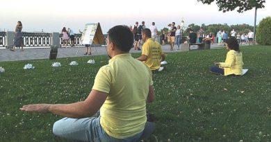 На День Незалежності України практикувальники Фалунь Дафа провели в Дніпрі масові заходи