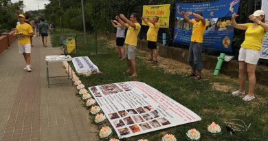 Жителі й гості Чорноморська приєдналися до підписання всесвітньої петиції  й ознайомилися з вправами цігун Фалунь Дафа (Фалуньгун)